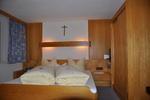 Blick ins Schlafzimmer der Ferienwohnung.